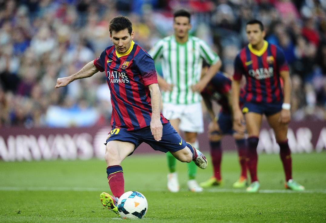 Lionel Messi taking a penalty kick