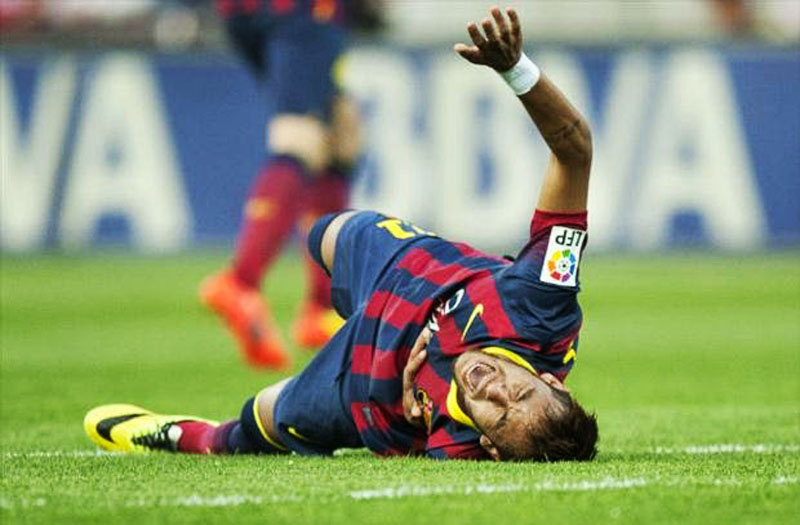 Neymar hurt on the pitch