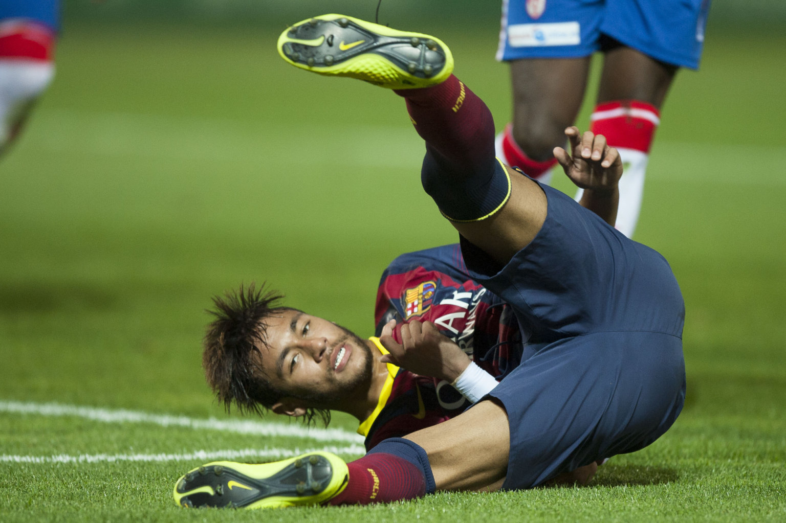 Neymar rolling on the ground