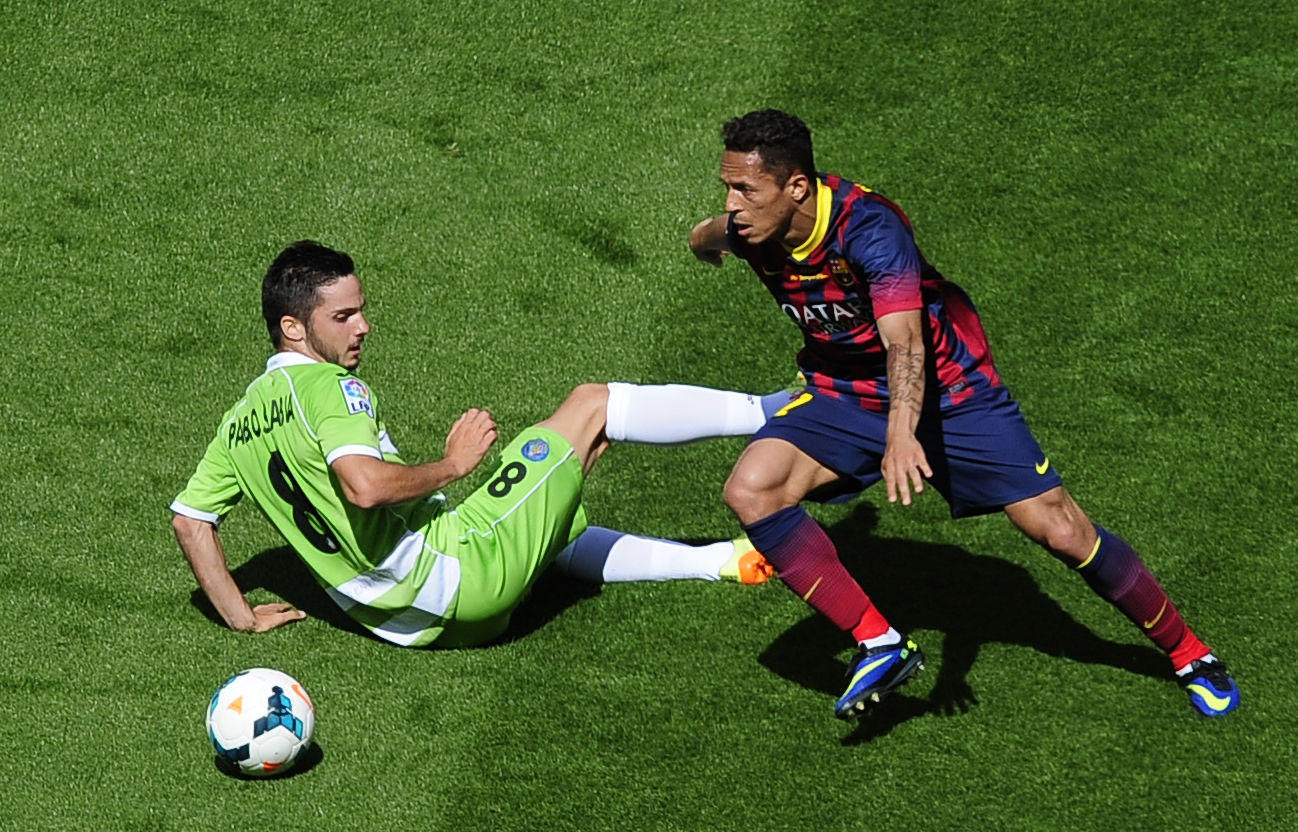 Adriano dribbling an opponent