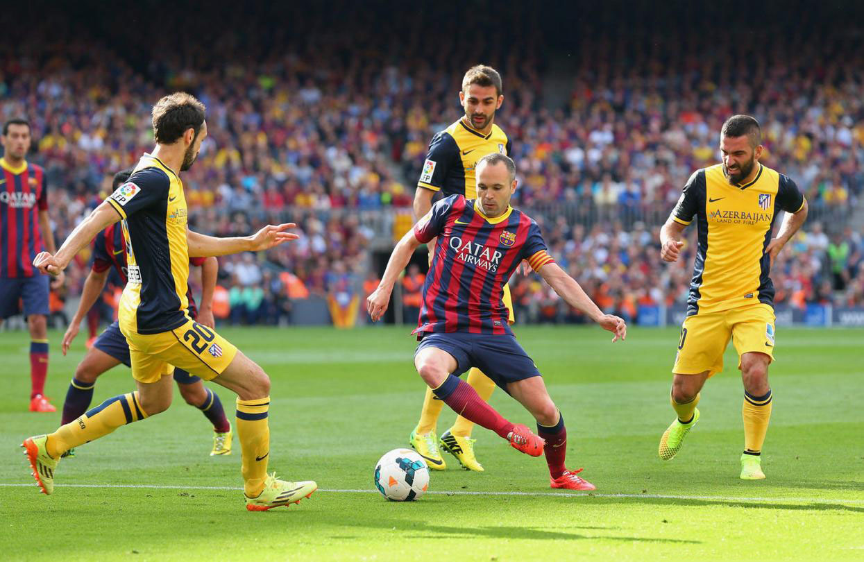 Andrés Iniesta playing in FC Barcelona vs Atletico Madrid, in 2014