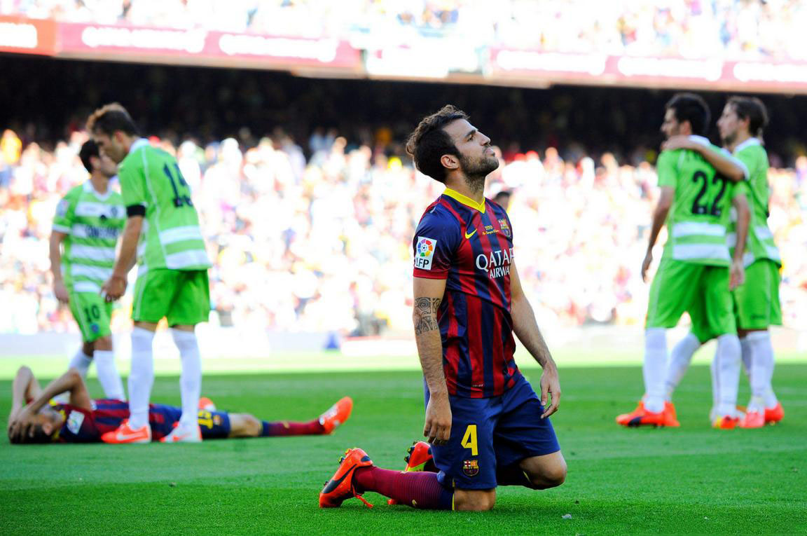 Cesc Fabregas on his knees, in Barcelona vs Getafe