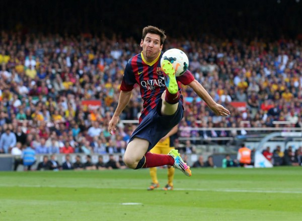 Lionel Messi ball control in the air
