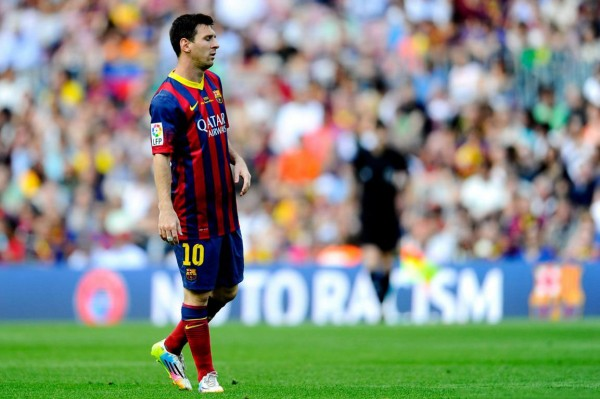 Lionel Messi walking on the pitch, in May of 2014