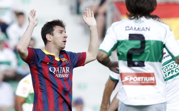 Messi raising his two arms to the air