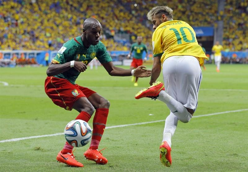 Neymar backheel trick in Brazil vs Cameroon, at the FIFA World Cup 2014
