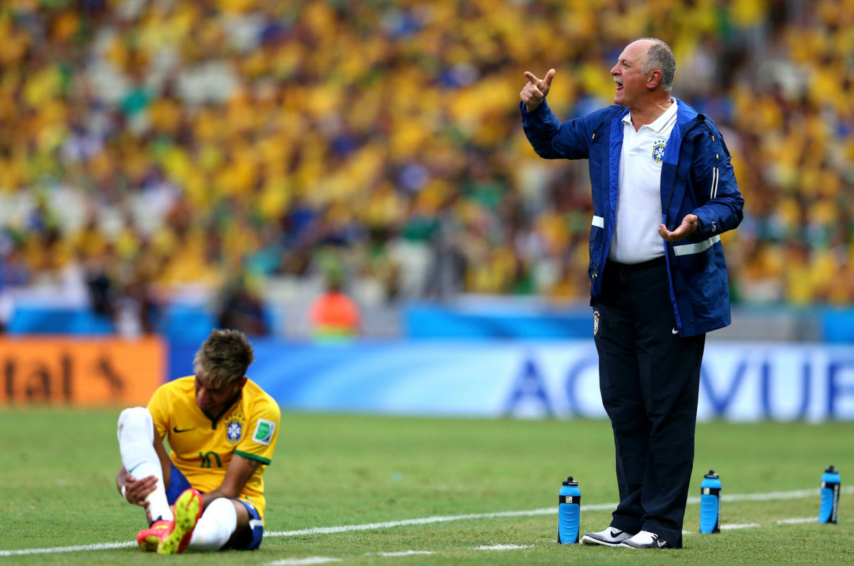 Neymar changing boots in Brazil vs Mexico, at the 2014 FIFA World Cup