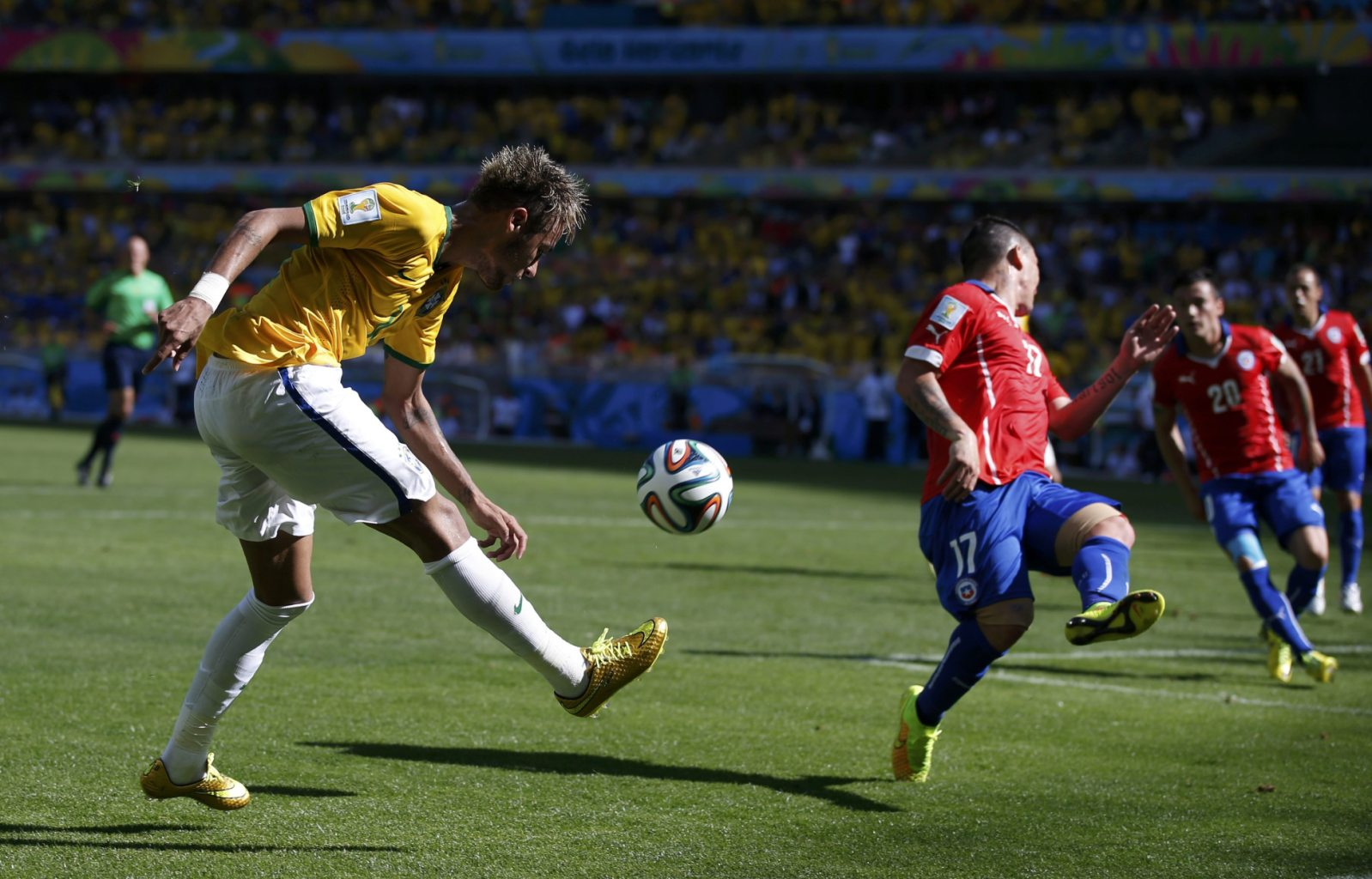 Neymar crossing the ball, in Brazil vs Chile at the FIFA World Cup 2014