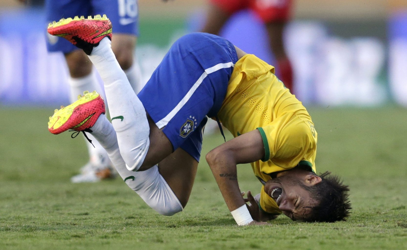 Neymar diving and rolling over his own body