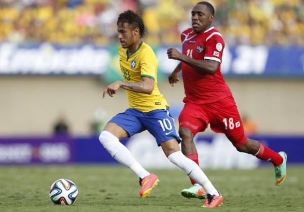 Neymar escaping a defender from Panama