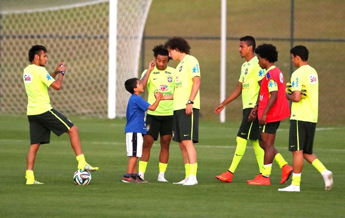 Neymar helping little kid fulfilling his dream with Brazil Team