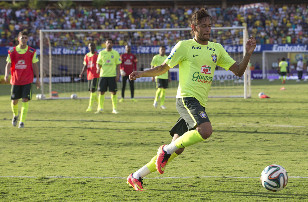 Neymar in Brazil practice ahead of the 2014 World Cup