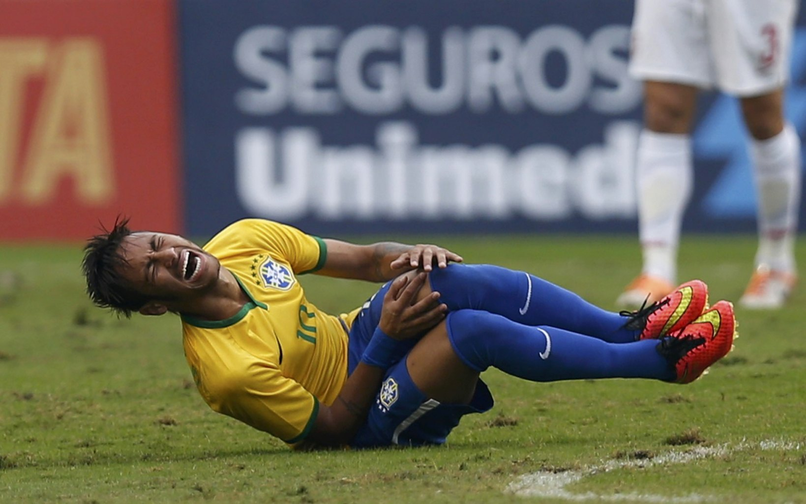 Neymar injured in a World Cup friendly