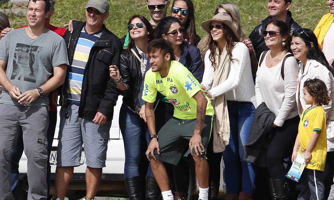 Neymar posing for a photo with Bruna Marquezine and some Brazilian fans