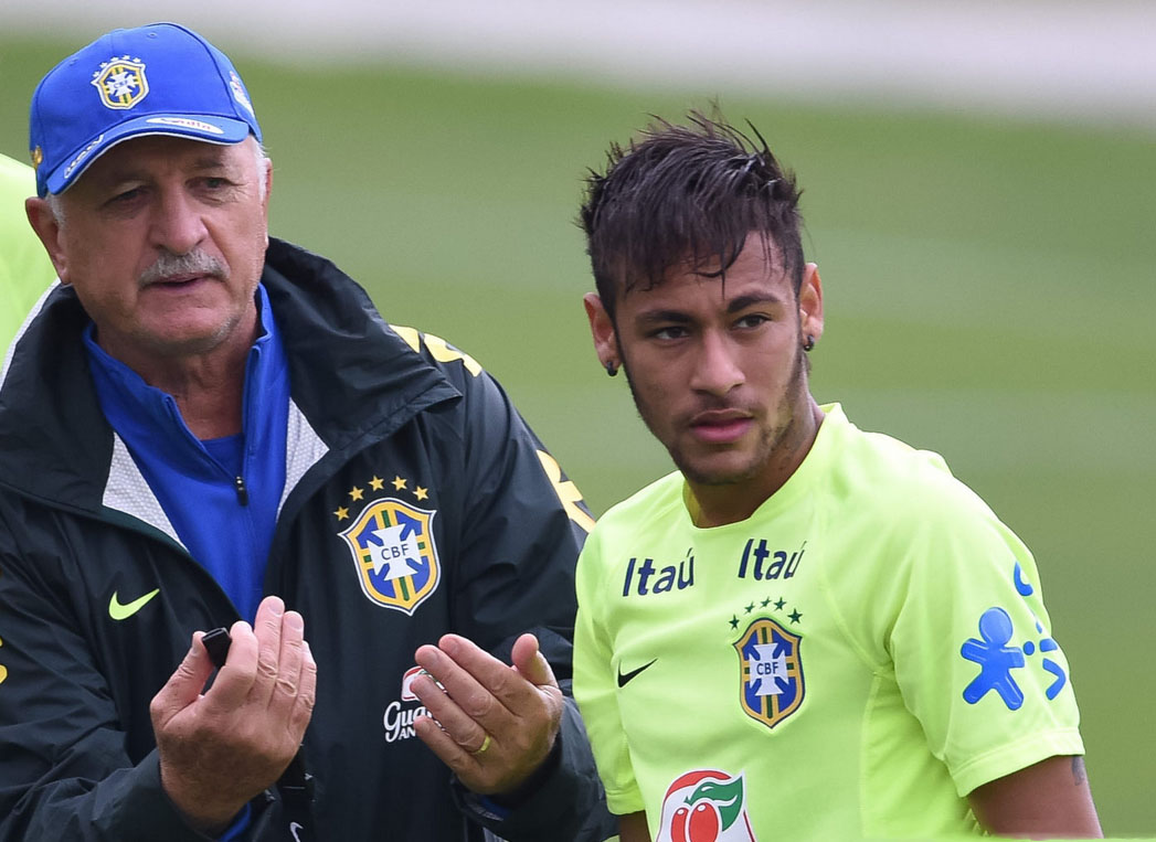 Scolari talking with Neymar