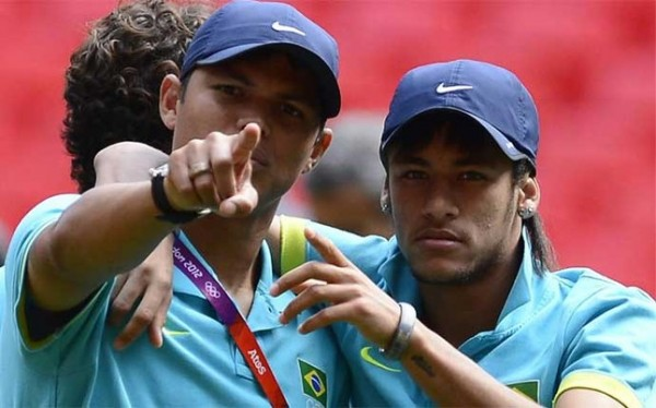 Thiago Silva and Neymar pointing to the cameras