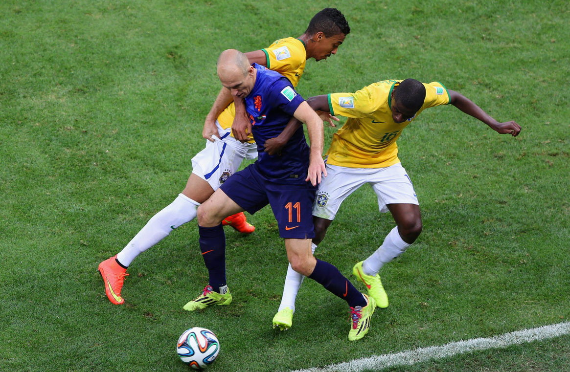 Arjen Robben protecting the ball in Brazil vs Netherlands