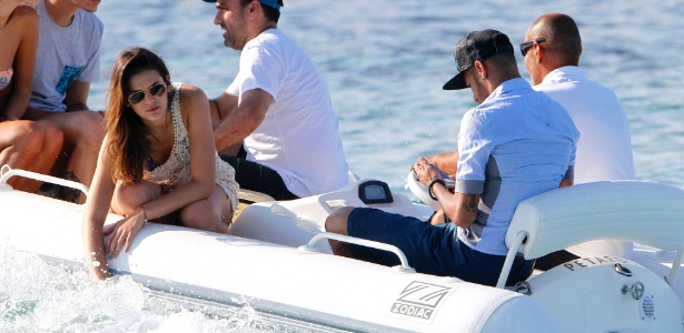 Bruna Marquezine with Neymar, enjoying the sea