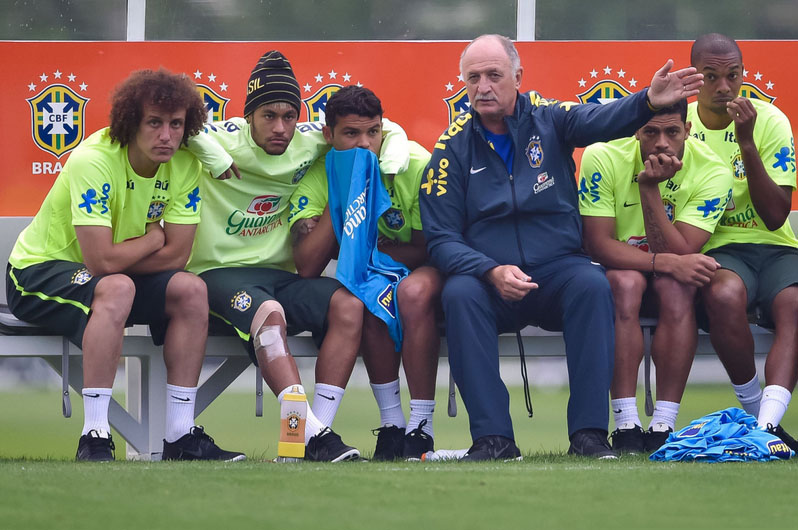 David Luiz, Neymar, Thiago Silva, Scolari and Hulk, in a Brazilian training session