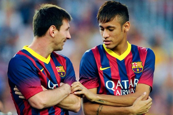 Messi and Neymar talking to each other