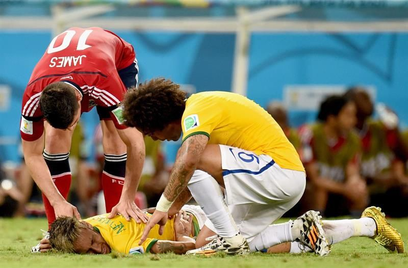 Neymar back injury in Brazil vs Colombia
