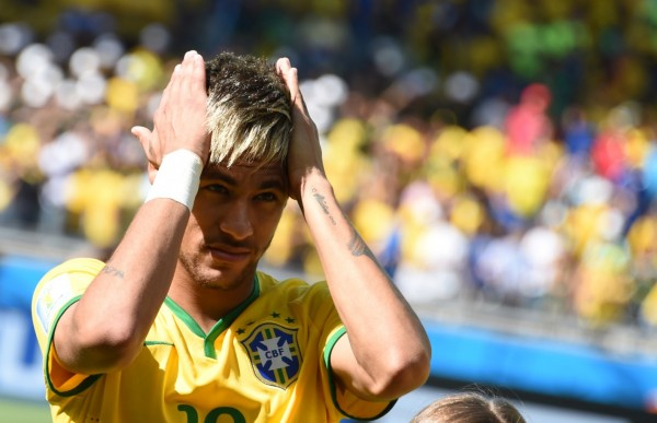 Neymar combing his new hair style, in the 2014 FIFA World Cup