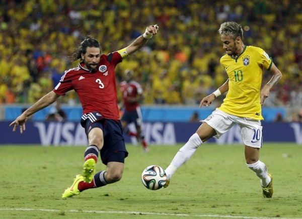 Neymar dribbling Yepes, in Brazil vs Colombia, at the FIFA World Cup 2014