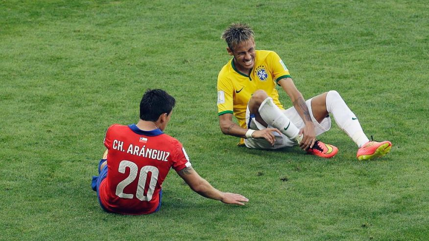 Neymar injured after a foul in Brazil vs Chile