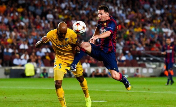 Lionel Messi ball control with his knee