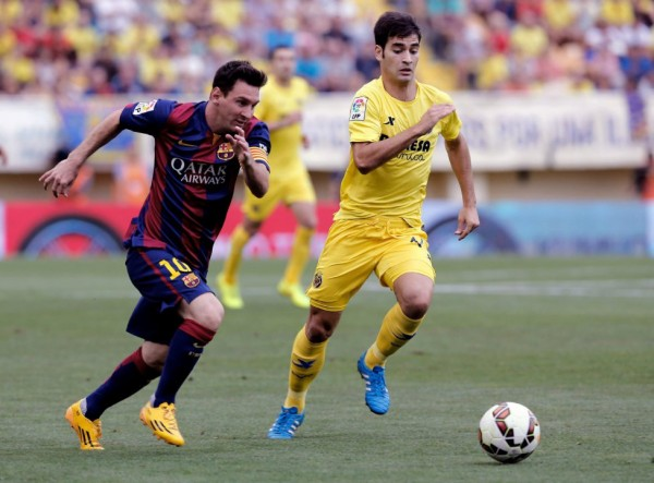 Lionel Messi chasing the ball in Barcelona vs Villarreal