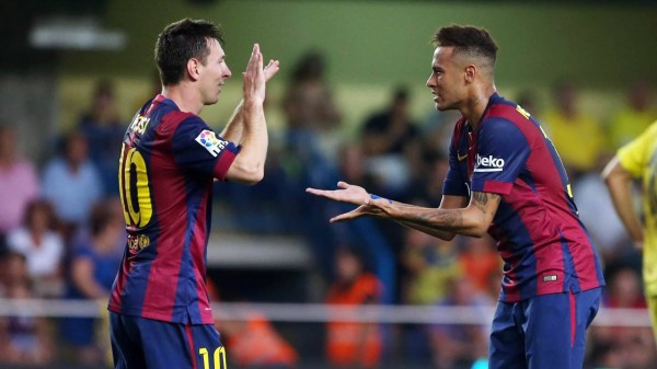 Messi and Neymar about to clap each others' hands