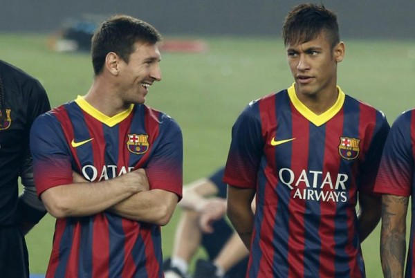 Messi looking at Neymar
