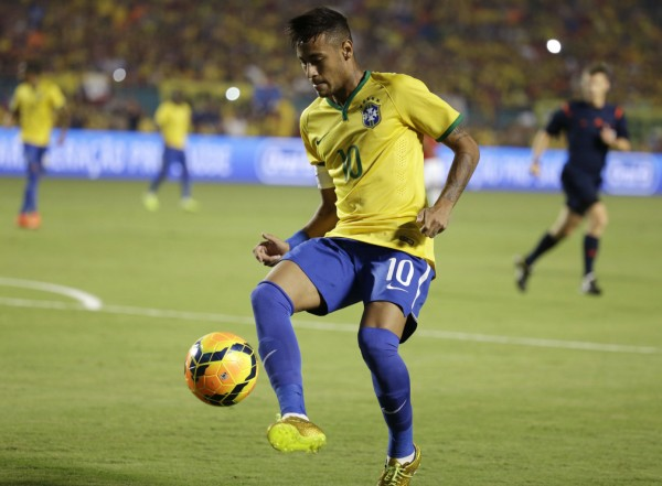 Neymar ball control with his right boot
