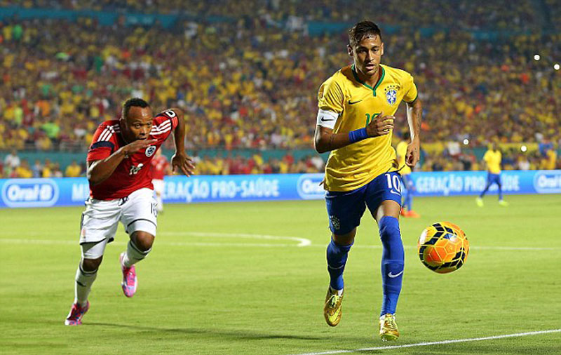 Neymar being chased by Zuniga in a friendly between Brazil and Colombia, after the World Cup incident