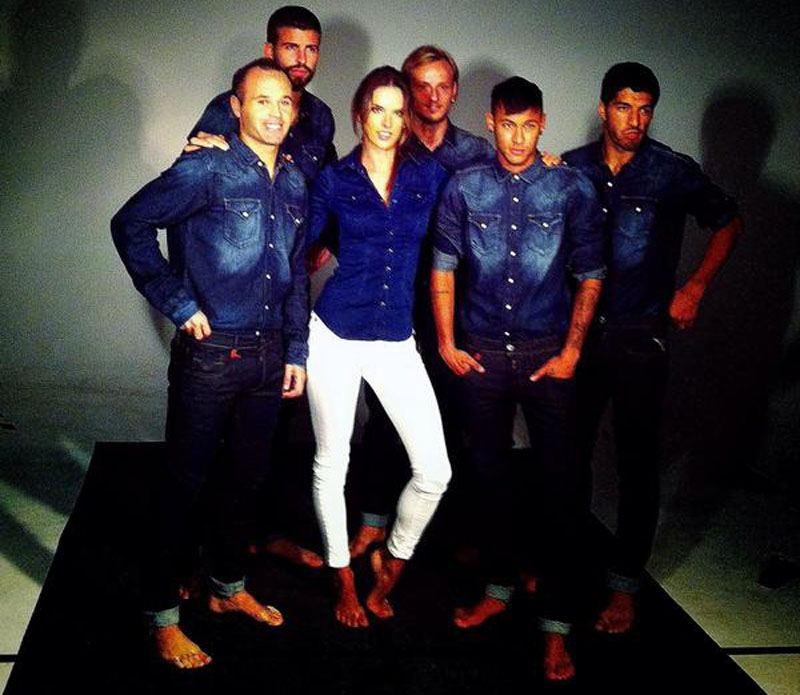 Alessandra Ambrosio backstage photo with Neymar, Rakitic, Iniesta, Piqué and Luis Suárez