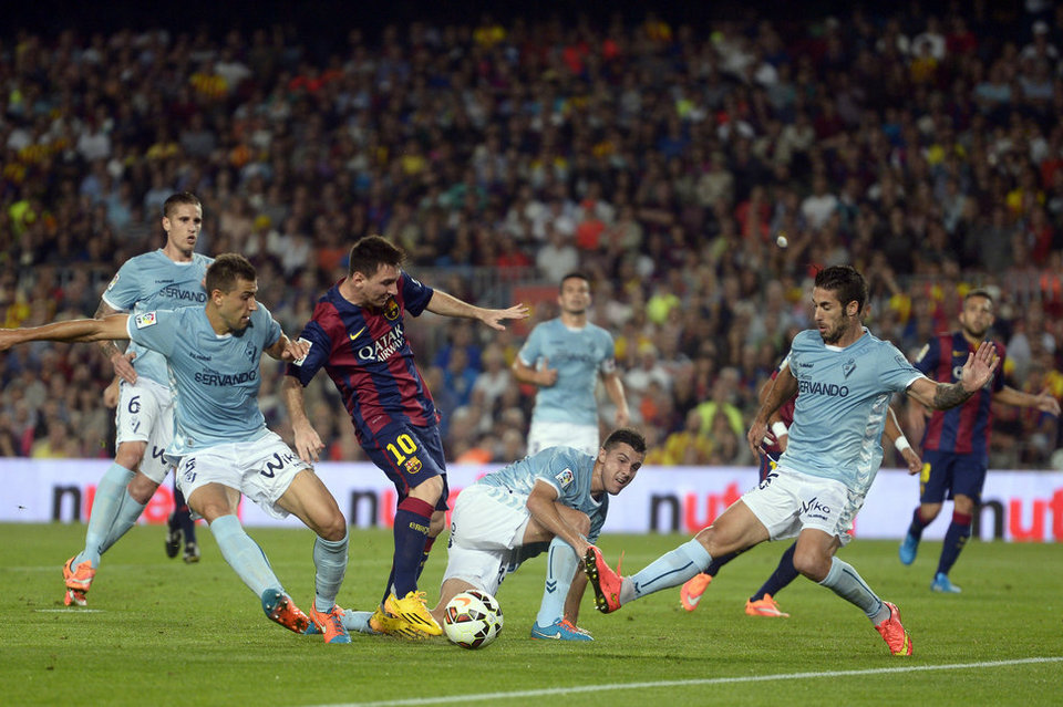 Lionel Messi in the middle of a crowd of opponents