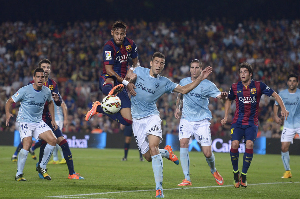 Neymar anticipating a defender