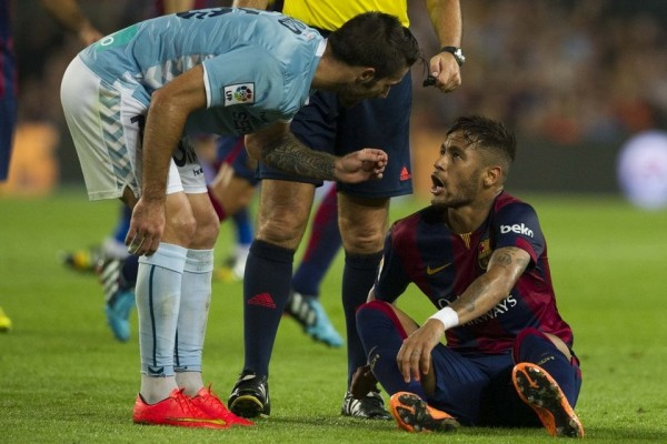 Neymar arguing with an opponent