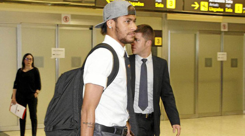 Neymar arriving at the Barcelona El-Prat airport