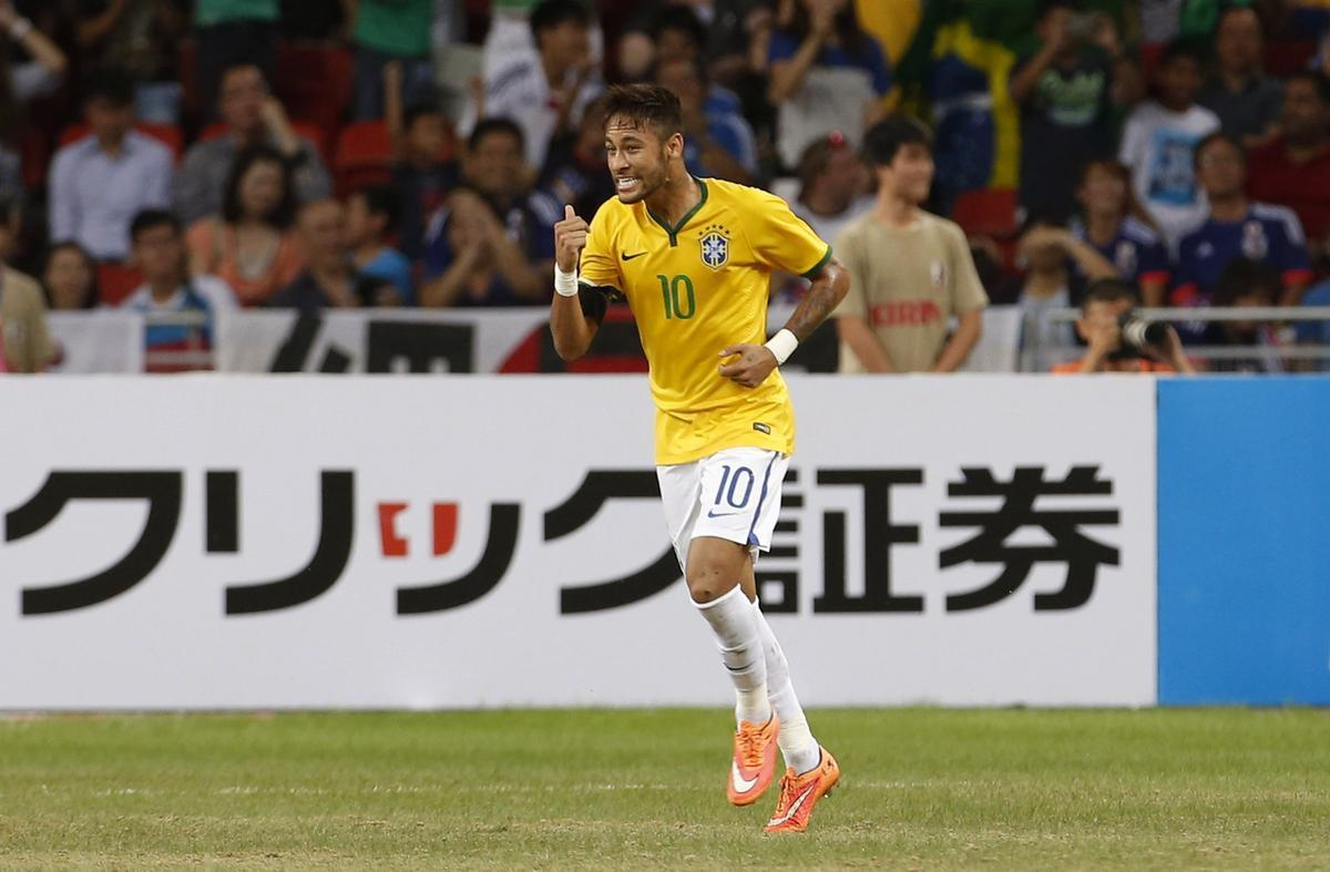 Neymar playing in Singapore, in Japan vs Brazil