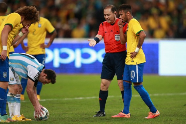 Neymar trying to disturb Messi before a penalty-kick