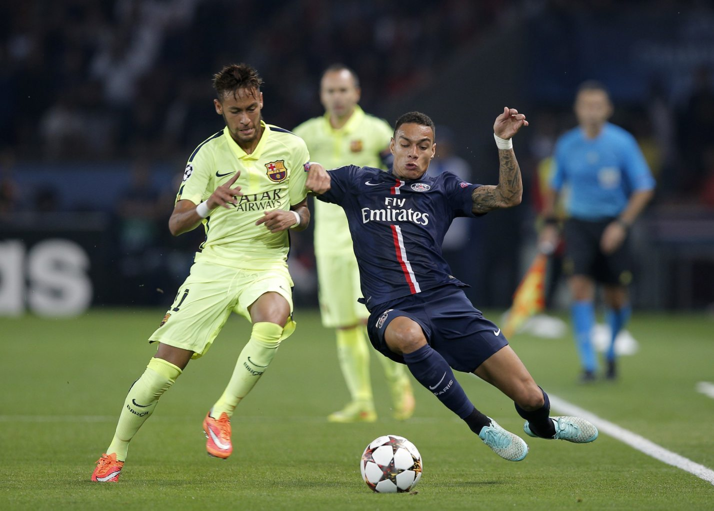 Neymar vs Van Der Wiel, in PSG vs Barcelona