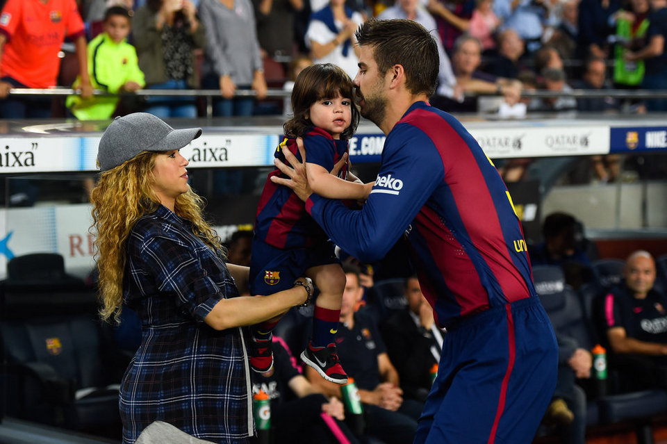 Piqué holding his son Milan, next to Shakira at the Camp Nou