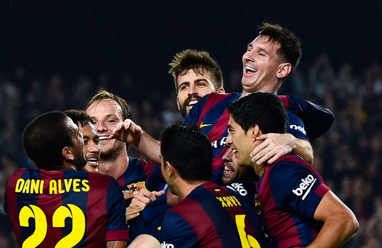 Barcelona players congratulating Messi on breaking La Liga's goalscoring record
