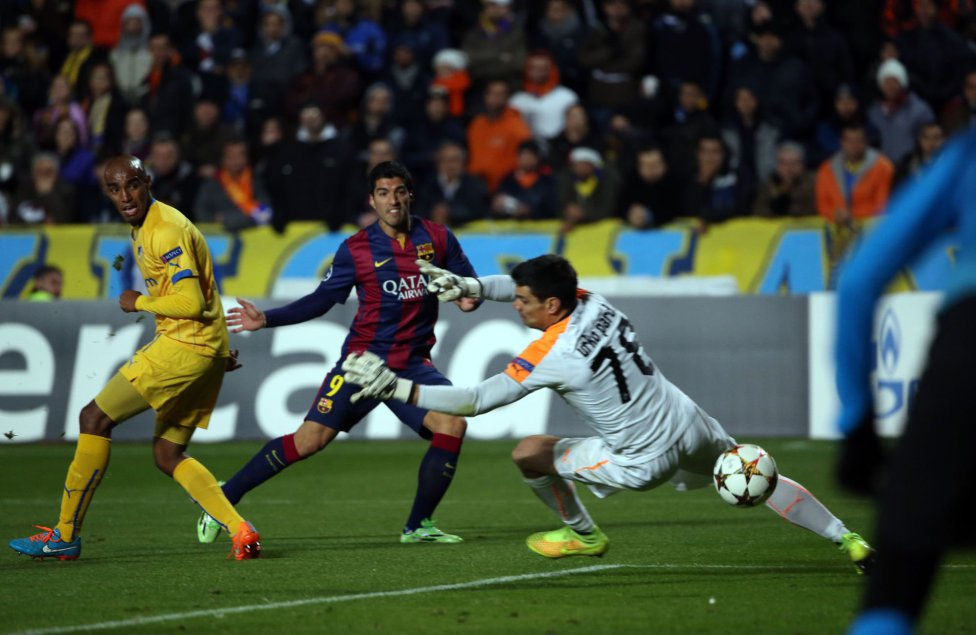 Luis Suárez scoring in APOEL vs Barcelona