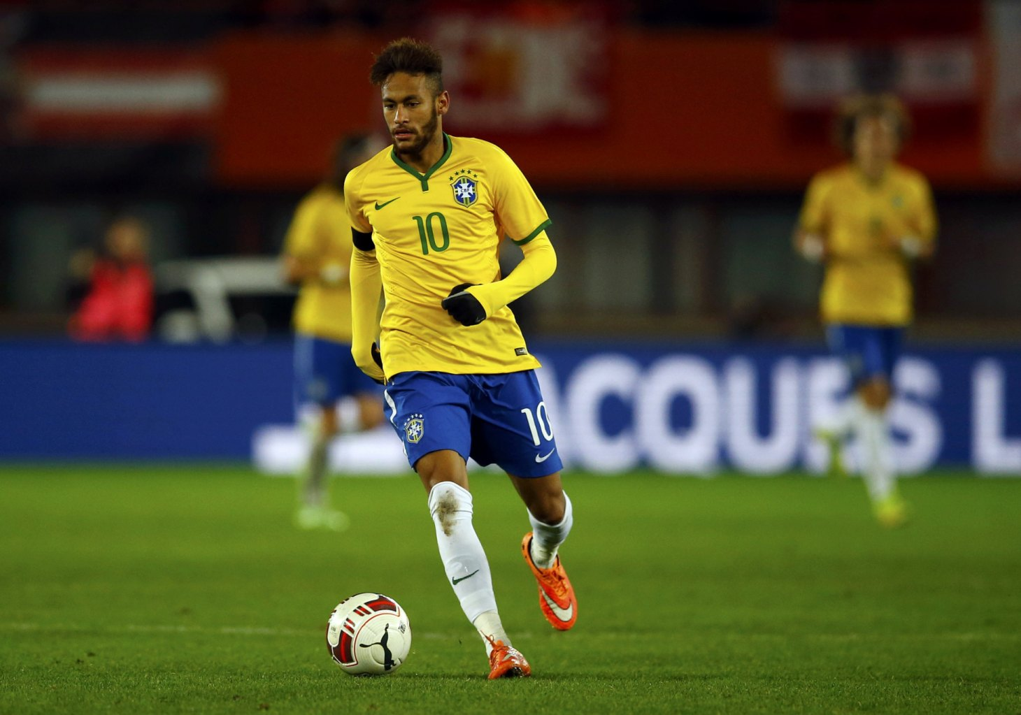 Neymar moving the ball forward in Vienna