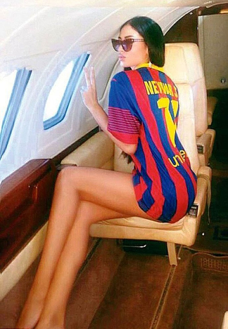 Soraja Vucelic wearing a Barcelona and Neymar jersey while flying over to Spain