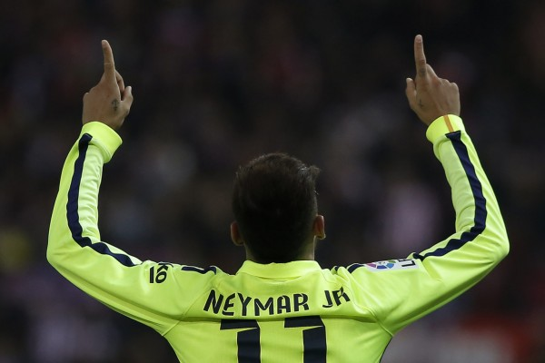 Neymar Jr sticking his two fingers in the air