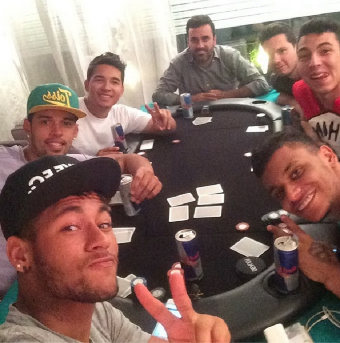 Neymar in a poker table with friends