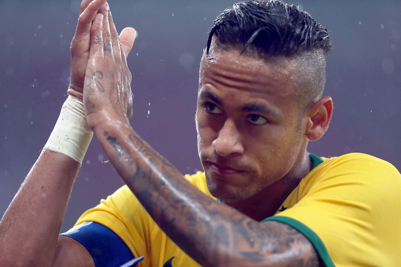 Neymar thanking the fans in Brazil